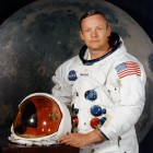 Neil_Armstrong_pose1