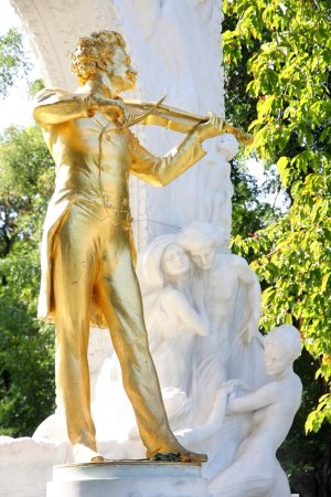 Statue of Johann Strauss in Stadtpark, Vienna