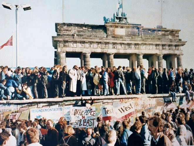 Fall of the Berlin Wall 1989. Photo: Wikipedia