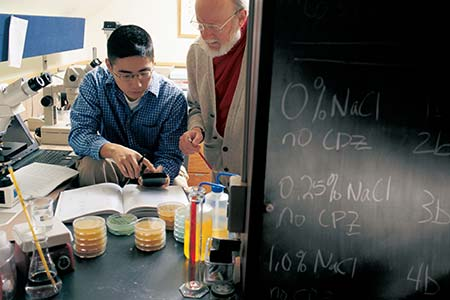 Dr. William Campbell (right) works one-on-one with a Drew undergraduate student on real-world, scientific research in the lab. Photo: Bill Denison/Drew University Courtesy of Drew University